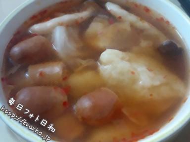 201009152343122 384x288 温野菜⇒すいとん鍋⇒辛スープに進化!